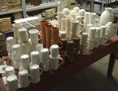 Sixteen kinds of clay. No mugs have cracked in drying. Why?