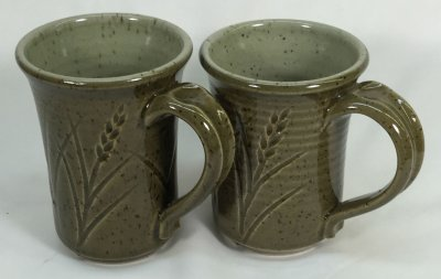 Plainsman H450 (left) vs. H550 celadon glazed mugs