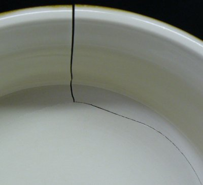 Can a glaze crack a plate? Yes.