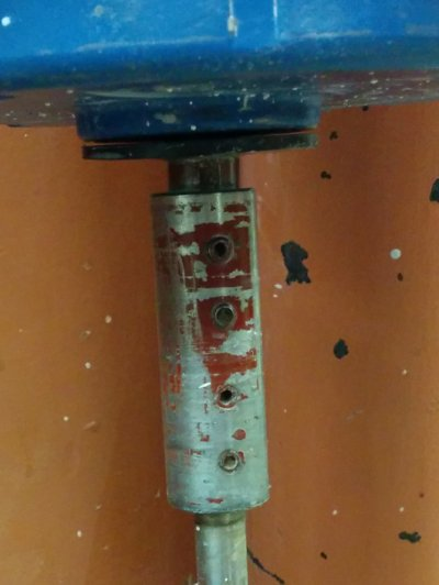 One-speed slurry mixer motor-shaft coupler close-up