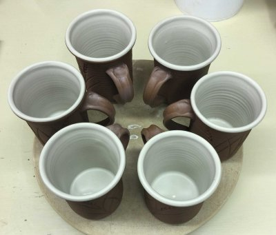 One way to avoid drying cracks on handle-joins of engobed mugs