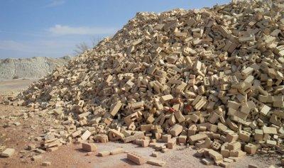 Grog before it is ground. Yes, it is bricks.